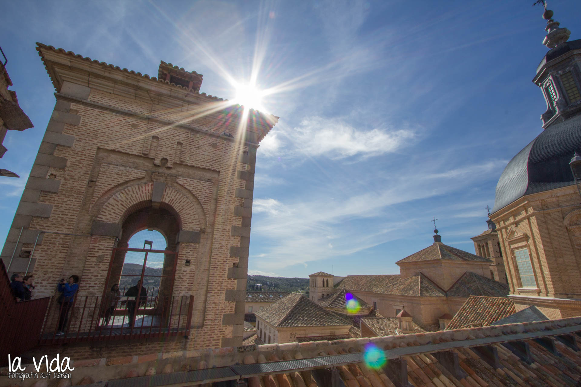 Licht_Toledo-Kirchturm